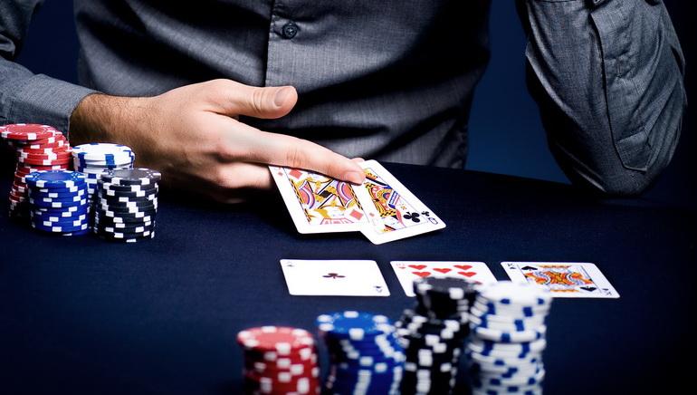 Πώς να γίνετε ένας επαγελματίας παίκτης Poker